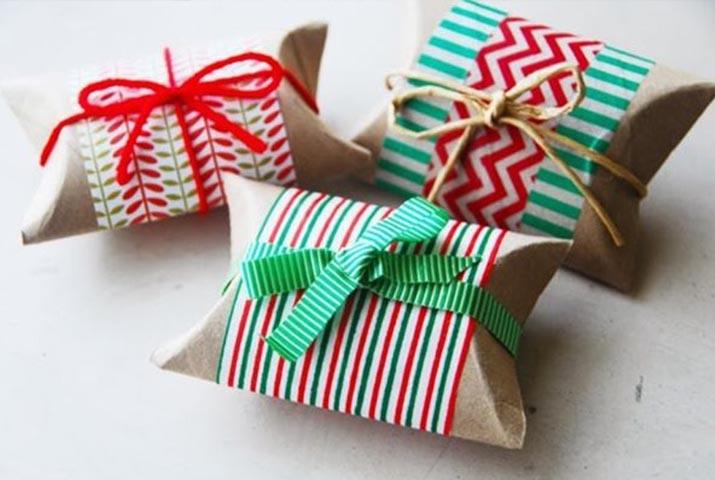 Come confezionare i regali di natale in modo originale: cosa fare con un rotolo di carta igienica