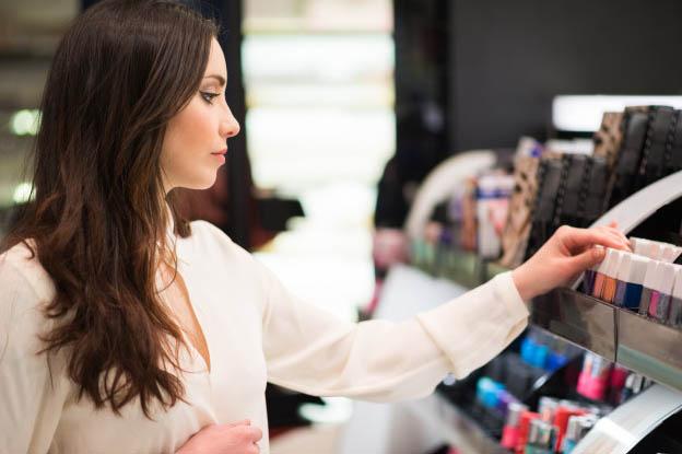 Espositore da terra: come scegliere quello più adatto ad un'azienda cosmetica