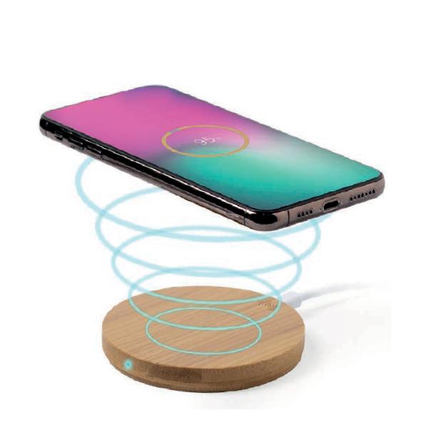 Base ricaricabile per smartphone in bambù, disponibile anche in forma quadrata